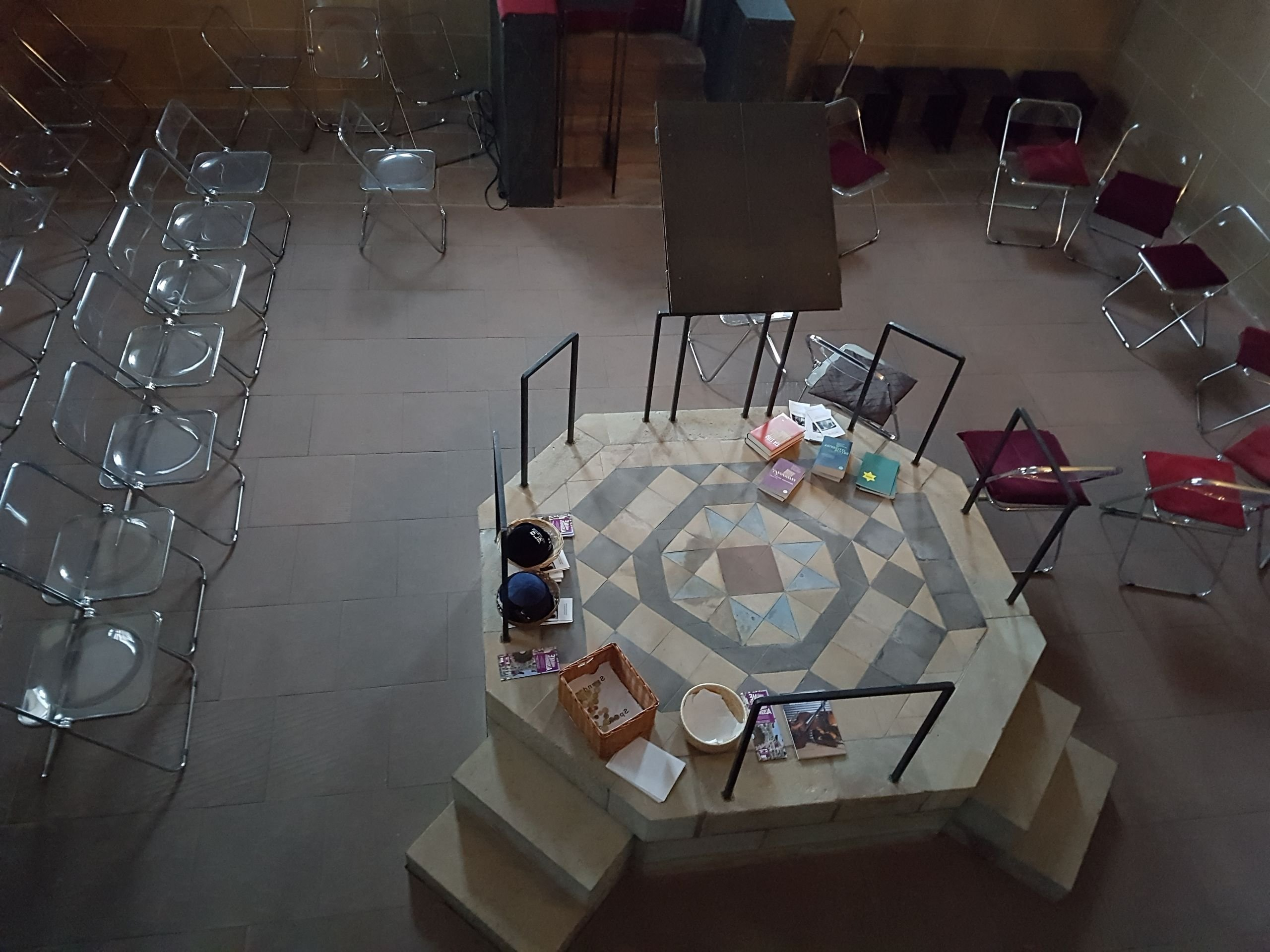 Weisenauer Synagoge innen von oben